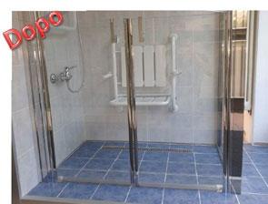 esempio di piatto doccia a filo pavimento in piastrelle in sostituzione alla vasca da bagno