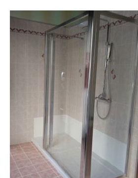 Trasformazione della vasca in doccia novabad azienda specializzata in lavorazioni mini - Piatto doccia piastrelle ...